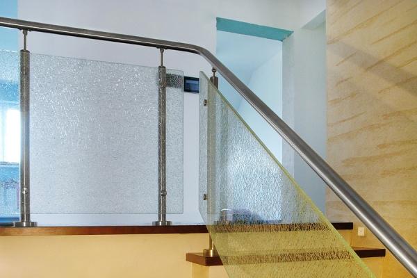 balustrada-wedug-indywidualnego-projektu-stal-nierdzewna-satynowana-szko-tuczone-hartowane