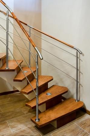 balustrada-systemowa-na-schodach-krconych