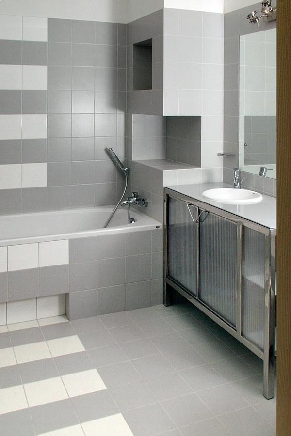 Szafka łazienkowa ze stali nierdzewnej satynowanej oraz pyty komórkowej