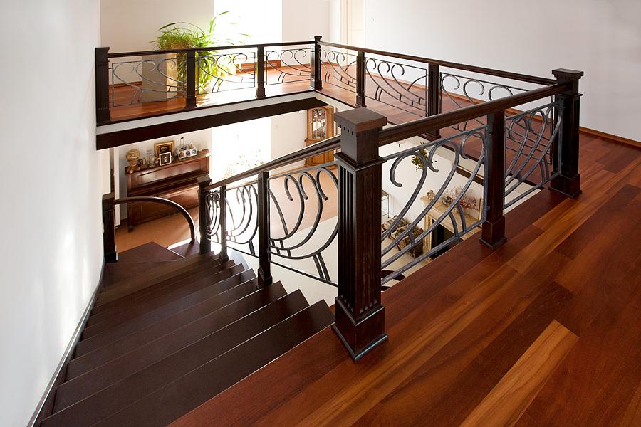 Balustrada schodowa metalowo-drewniana